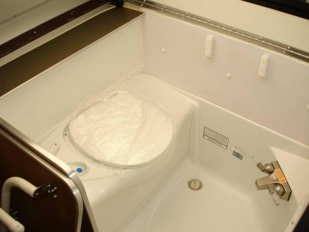 Aliner LXE Bathroom