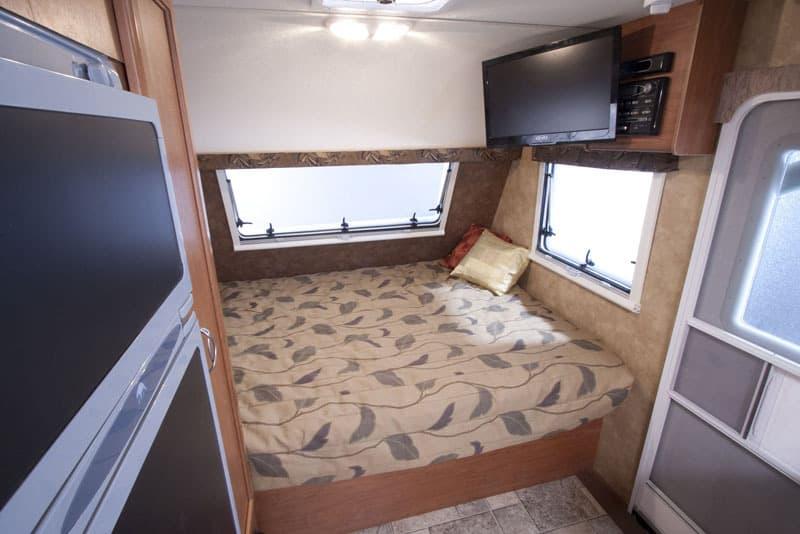 Lance 1575 Queen Bed