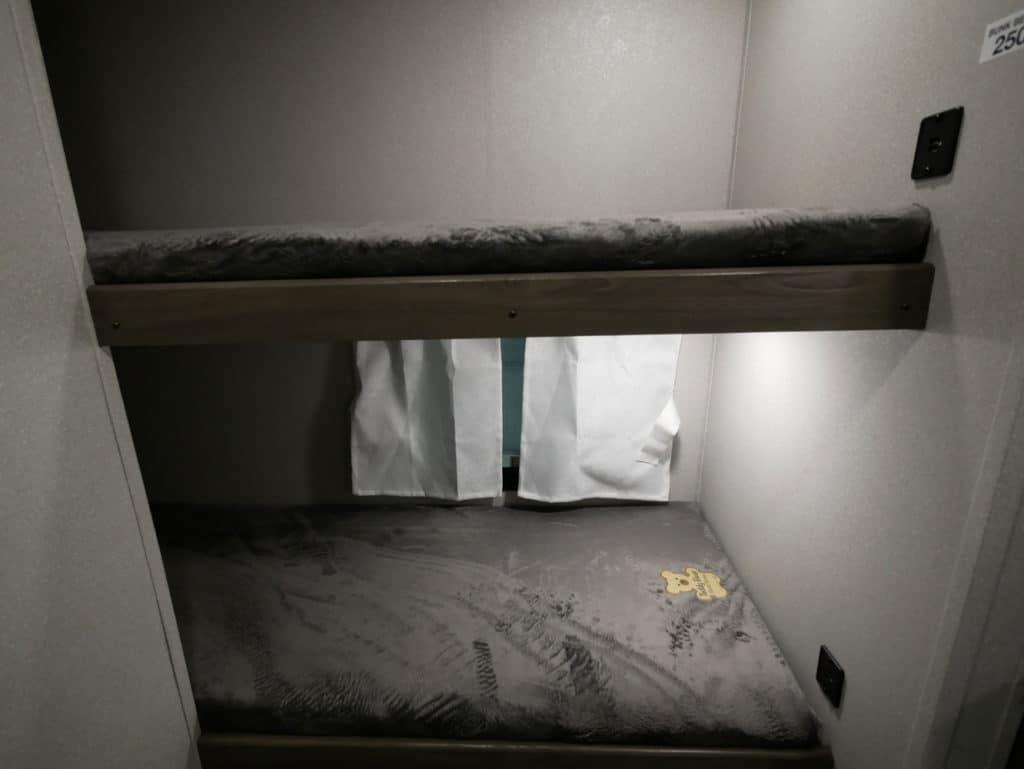 Shasta Oasis 18BH Bunk Beds