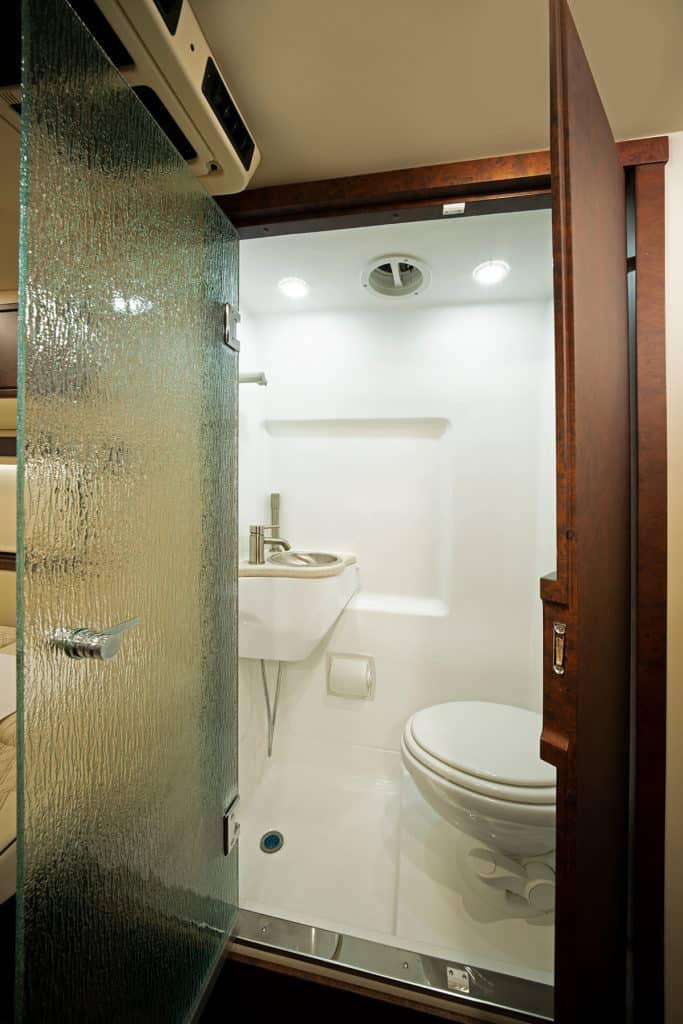 American Coach Patriot MD2 Bathroom