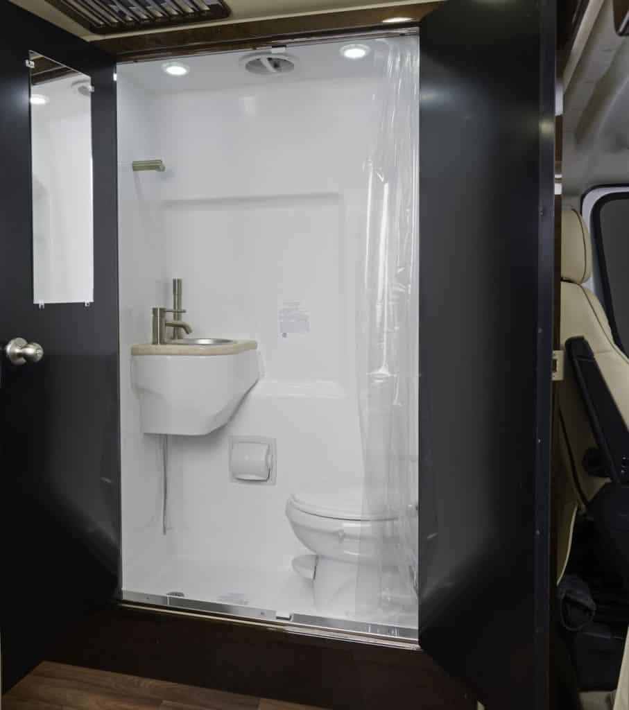 Fleetwood RV Irok Lounge Bathroom